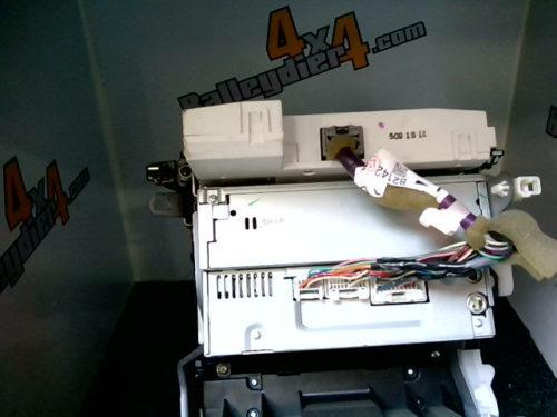 Console-centrale-tuner-K-7-CD-noir-Toyota-KDJ-120125tmp-img-1602236425636.jpg