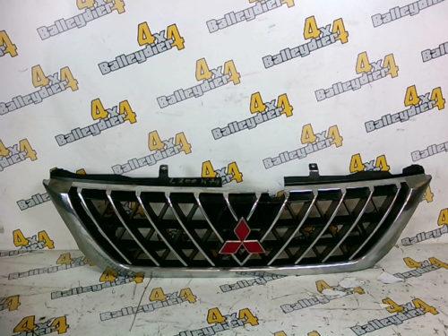 Grille-calandre-avant-chrome-Mitsubishi-K74tmp-img-1605190923110.jpg