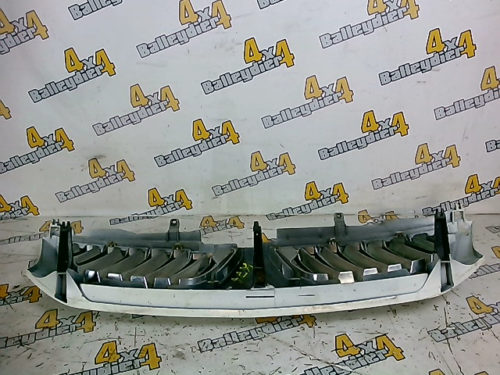 Grille-calandre-blanche-Mitsubishi-K74tmp-img-1605192085694.jpg