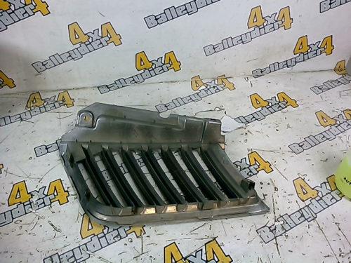 Grille-calandre-supérieur-avant-chrome-gauche-Mitsubishi-KB-4tmp-img-1605716351970.jpg