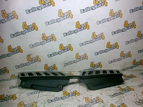 Grille-calandre-supérieur-chrome-plus-joint-sous-capot-Mitsubishi-KB-4tmp-img-1605772185357.jpg