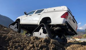 hilux-dmax-chenille-1-scaled