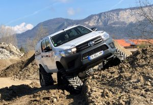 hilux-dmax-chenille-10-scaled