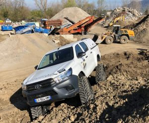hilux-dmax-chenille-14-scaled
