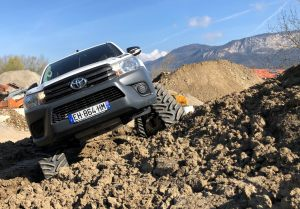 hilux-dmax-chenille-15-scaled