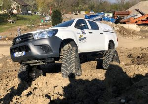 hilux-dmax-chenille-6-scaled
