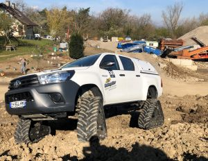 hilux-dmax-chenille-7-scaled