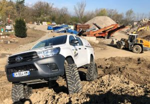 hilux-dmax-chenille-8-scaled