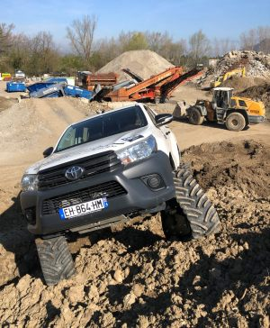 hilux-dmax-chenille-9-scaled